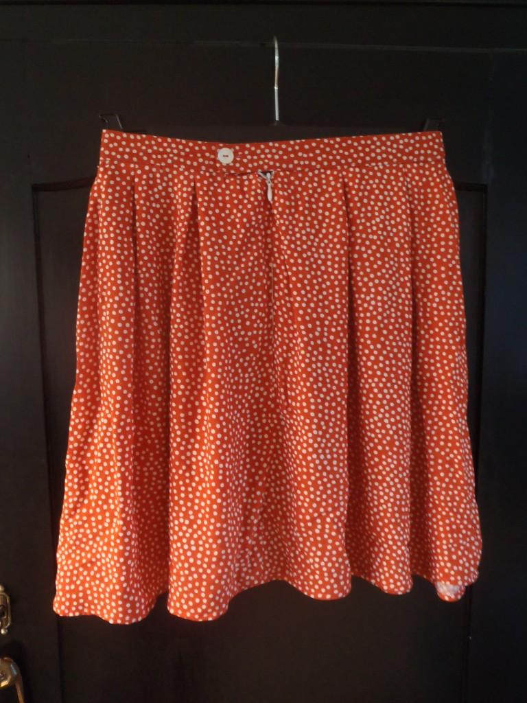 Polkaprikket nederdel